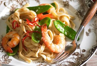 "Recipe: <a href=""/recipes/iprawn/8348247/pasta-fantastico-prawn-snow-pea-and-chilli-fettuccine"">Prawn, snow pea and chilli fettuccine</a>"