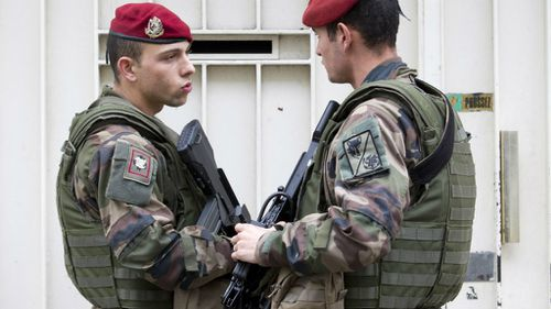 Soldiers stand guard outside a synagogue in Paris. (AAP)