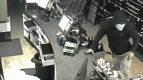 The bandit makes a quick getaway with the trolley full of cigarettes. (Supplied)