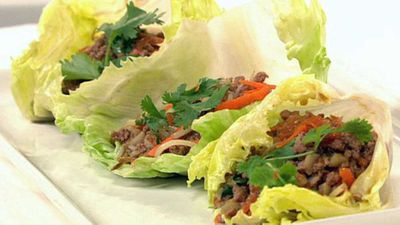 """<a href=""""http://kitchen.nine.com.au/2016/05/19/20/16/stirfried-beef-mince-with-vegies-served-in-lettuce-cups"""" target=""""_top"""">Stir-fried beef mince with vegies served in lettuce cups</a> recipe"""