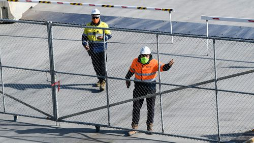 Construction workers on a site in Barangaroo, in Sydney's CBD, wear masks to help stop the spread of COVID-19.