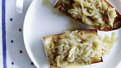 <strong>Slow-cooked garlic and onion with toasted baguette</strong>