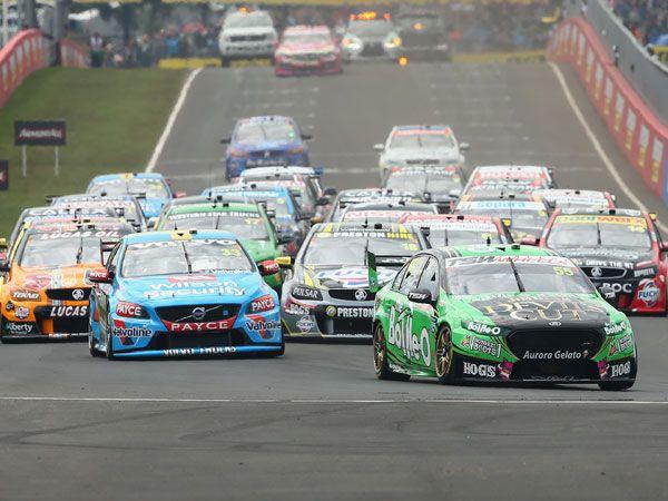 V8 Supercars get clean start to Bathurst