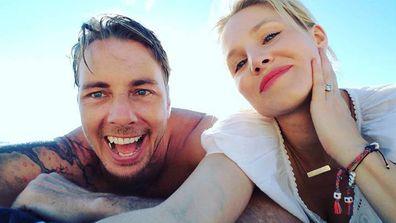 Dax Shepard, Kristen Bell, selfie, beach