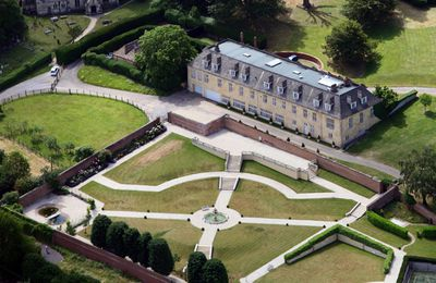 <b>Robbie Williams</b> sweet pad has seven bedrooms for those wild British parties, a helicopter hangar and a pool in the basement. According to reports, the singer splashed out $8.5 million for the impressive estate. As for the crop circle garden? Not too sure where that idea came from  but we'll bet the gardener was one happy chappy when he finished with the mower.