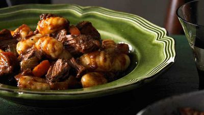 "<a href=""http://kitchen.nine.com.au/2017/06/01/10/39/gnocchi-with-gravy-beef-in-a-red-wine-sauce"" target=""_top"">Gnocchi with gravy beef in a red wine sauce</a> recipe"