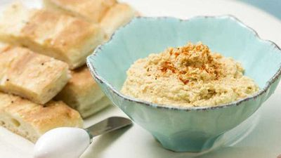 "<strong>Recipe:&nbsp;</strong><a href=""https://kitchen.nine.com.au/2017/08/09/13/44/super-simple-hummus-dip"" target=""_top"">Super simple hummus dip</a>"