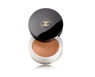 "<p><a href=""http://shop.davidjones.com.au/djs/en/davidjones/soleil-tan-de-chanel-bronzing-makeup-base"" target=""_blank"" draggable=""false"">Chanel Soleil Tan De Chanel Bronzing Makeup Base 30G, $69</a></p> <p>"" It's nice to add a little extra warmth to the skin by dusting a bit of bronzer on,"" Vanngo told <em><a href=""https://www.wmagazine.com/story/no-makeup-look-beauty-selena-gomez"" target=""_blank"" draggable=""false"">W Magazine</a></em></p>"