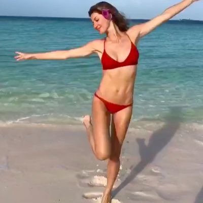 """Gisele Bündchen shares her 2019 goals while at the beach<span style=""""white-space: pre;""""></span>"""