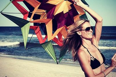 Sigh... only Heidi Klum could make kite-flying sexy! <br/>