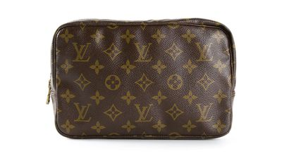 "<a href=""http://www.farfetch.com/au/shopping/women/louis-vuitton-vintage-monogram-trousse-23-cosmetic-bag-item-10865439.aspx?storeid=9714&amp;ffref=lp_4_1_""> Monogram 'Trousse 23' Cosmeic Bag, $412.03, Louis Vuitton</a>"