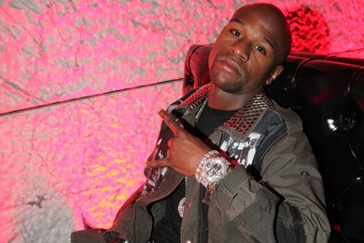 Moula to burrrrn, baby.  In June this year, boxer Floyd Mayweather exposed his inner pyromanic, setting fire to a US$100 bill at an Atlanta nightclub.