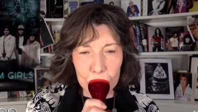 Lily Tomlin demonstrates how to use a lip plumper.