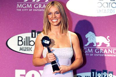 That same year, she got the gong for Best Female Artist at the Billboard Music Awards-the first of many to come!