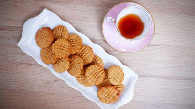 Three-ingredient peanut butter cookies for isolation cooking