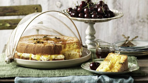 Lemon and thyme sponge cake