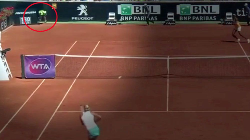 Ball boy faints face-first at Italian Open