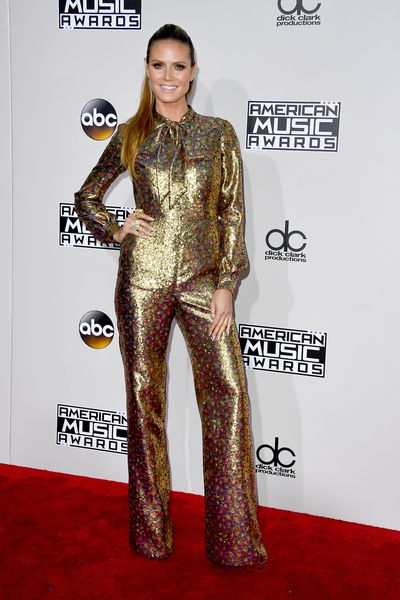 <p>Failed to chart</p> <p>Supermodel Heidi Klum looks like an Austin Powers' extra in this pussy-bow, gold jumpsuit from Wolk Morais. </p>