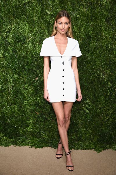 Model Martha Hunt in Cushnie et Ochs