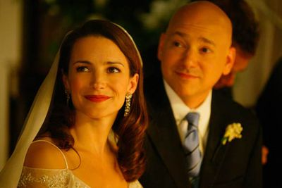 When Charlotte (Kristin Davis) settled down, she settled way, way down. She married Harry (Evan Handler), a divorce attorney who was only capable of growing hair on his back.