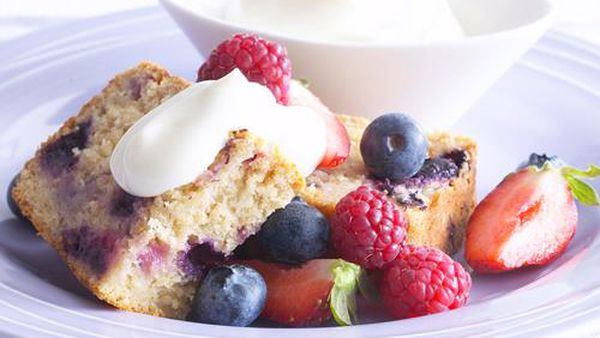 Berry yogurt cake