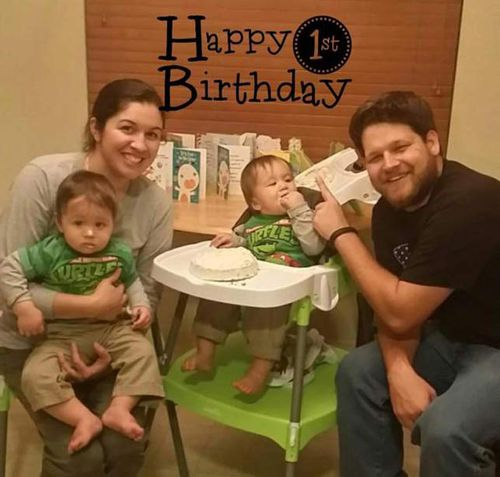 Twins Eli and Silas Keslar withtheir parents, Alexis and Mark Keslar, at the boys' first birthday. (Supplied)