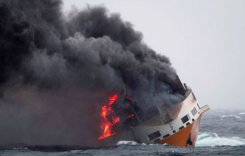 French authorities are working to contain an oil spill off the Atlantic Coast after the Italian tanker Grande America sank following a fire.