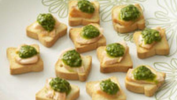 Smoked salmon with salsa verde on melba toast