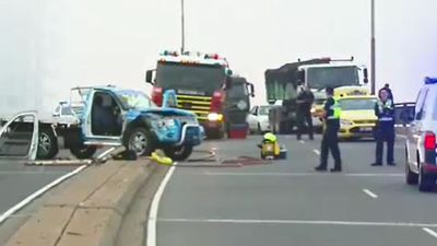 Traffic chaos after nasty crash on foggy Melbourne morning