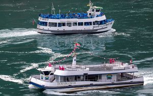 Niagara Falls tourist boats show difference in US and Canada's coronavirus approach