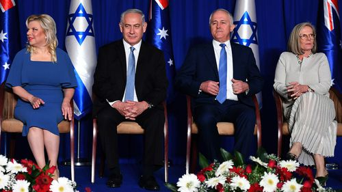 Australian Prime Minister Malcolm Turnbull (2nd right) and his wife Lucy (right), Israeli Prime Minister Benjamin Netanyahu (2nd left) and his wife Sara (left) attend a welcome ceremony. (AAP)