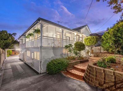 """<strong><a href="""" http://www.realestate.com.au/property-house-qld-east+brisbane-124752110"""" target=""""_blank"""">129 Mowbray Terrace East Brisbane Qld 4169</a></strong>(by negotiation)"""