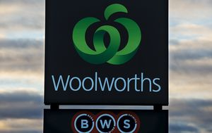 Woolworths liquor warehouse workers walk off the job amid coronavirus safety fears