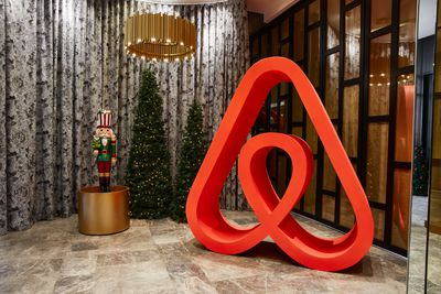 Myer lists unforgettable Christmas stay on Airbnb