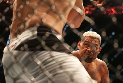Mark Hunt has beaten Antonio Silva in their heavyweight rematch.