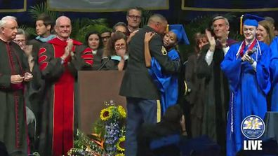 Army dad surprises his daughter at her graduation.