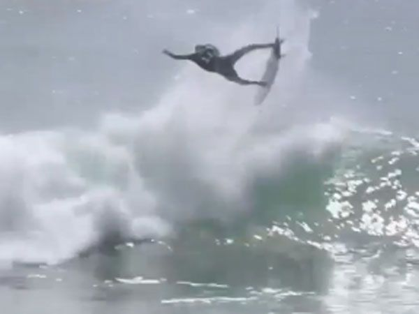 Slater pulls mind-blowing air move