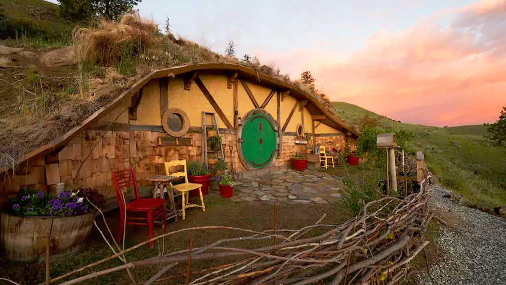 Now you can holiday in this seriously realistic Hobbit house in Washington, USA