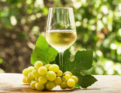 <strong>Riesling (130 calories)</strong>