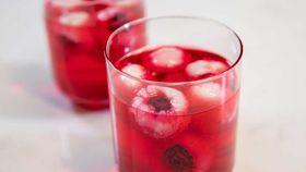 Easy, healthy Halloween lychee eyeballs