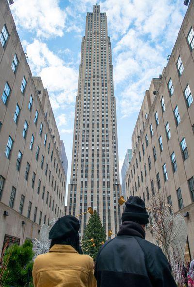Holiday season begins across New York City