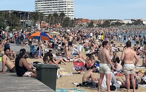 Crowds pack out Melbourne beaches on Cup Day as warm weather nears record-breaking temperature