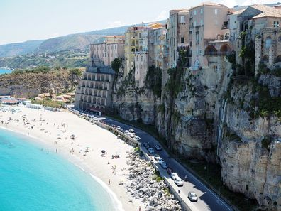 4. Tropea Beach, Calabria, Italy - 423 pictures per metre