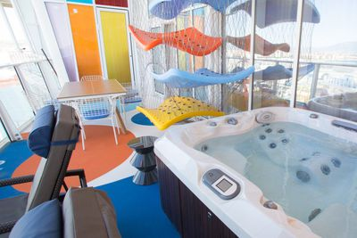 <strong>Royal Caribbean &ndash; Family suite spa balcony on Symphony of the Seas </strong>