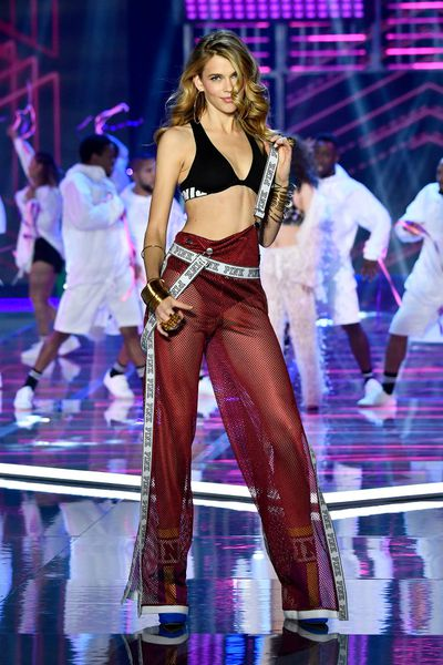 Australian newcomer Victoria Lee at the Victoria's Secret 2017 runway show in Shanghai.