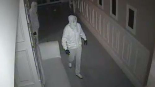 Sophisticated burglars steal $4 million worth of cash and jewellery from upscale Melbourne suburb
