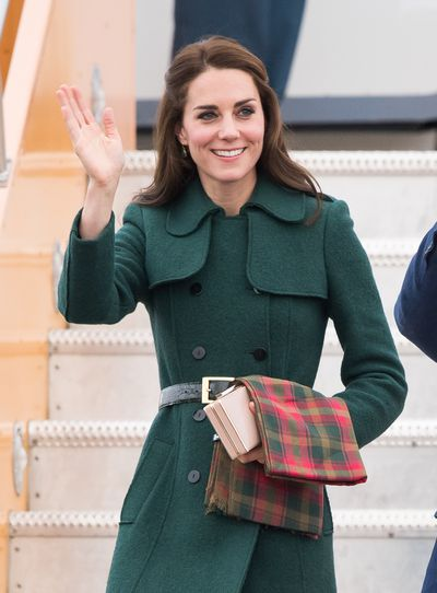 The Duchess of Cambridge must not like those itchy airline blankies either, so carries her own.