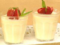 Lemon creams with strawberries