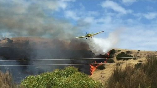 Enforcements were quickly brought in to douse the blaze on Kangaroo Island. (9NEWS)