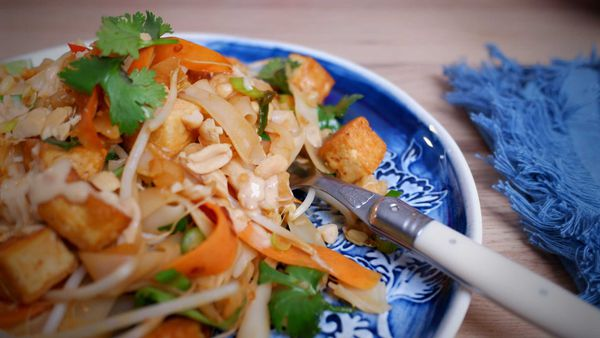 9Honey Every Day Kitchen: Vegetarian Pad Thai is the perfect noodle dish for a meat-free meal